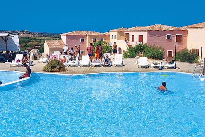 Bilocale in residence con piscina - Aglientu - Byt