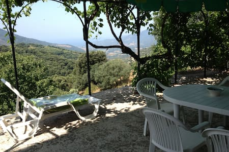 Appartement  typique avec terrasse vue mer - Fozzano - Apartment