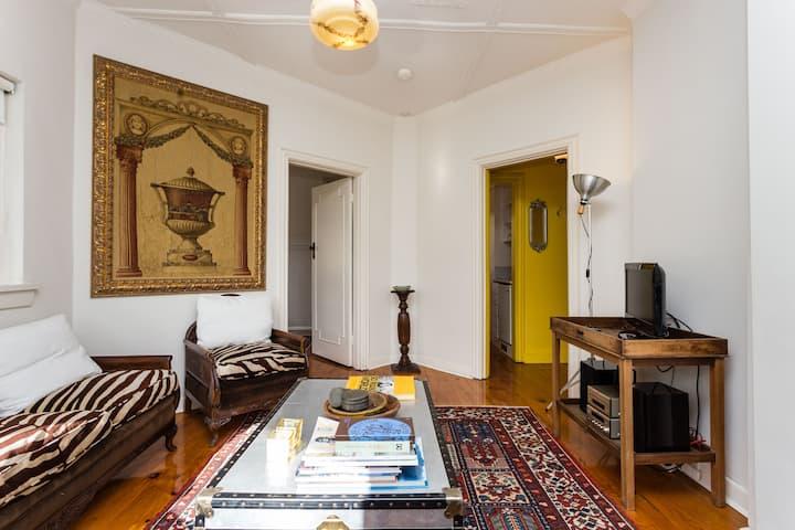 Sunny Art Deco Apartment wifi