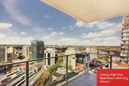 High Rise Apartment w/ View! - Parramatta