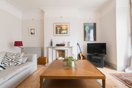 Spacious Norfolk apartment, moments from the beach