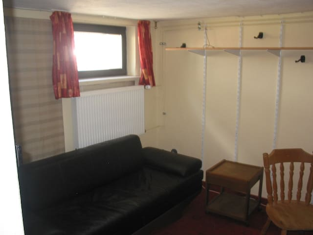 Zimmer Souterrain in Wohnhaus - Scheeßel - Huis