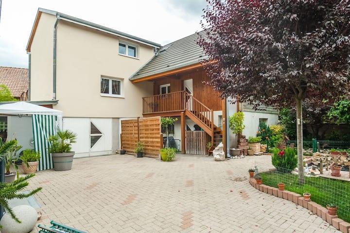Swanky Cottage in Saasenheim with Balcony