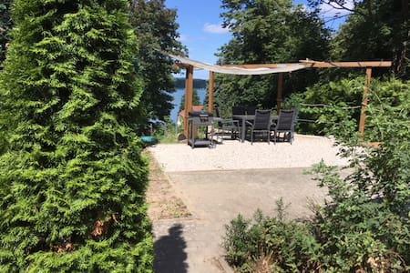 Ferienhaus am Weinberg / wild vineyard cottage