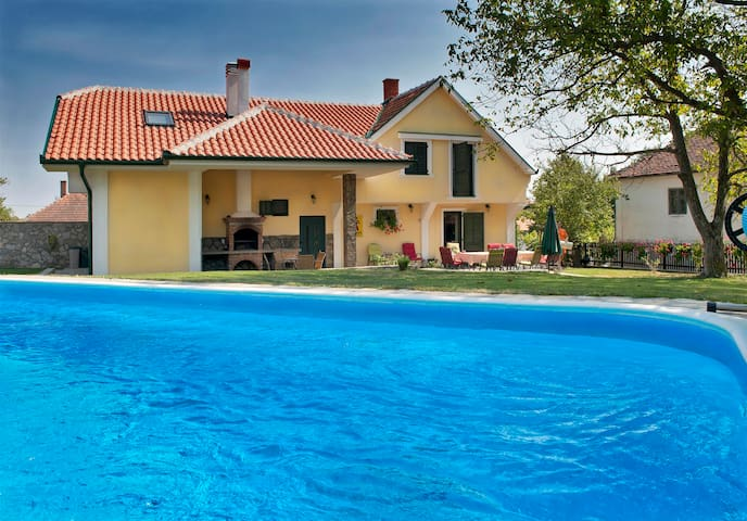 House of Colovic - All in one place - Kragujevac - Bed & Breakfast