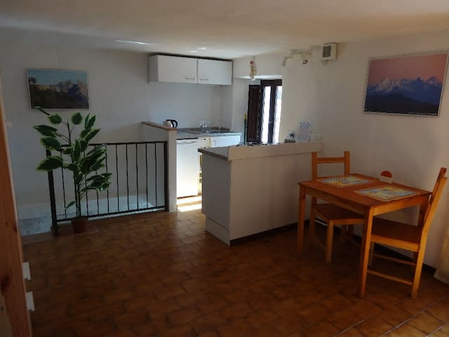Traditional Village Apartment - Gassano - Appartement