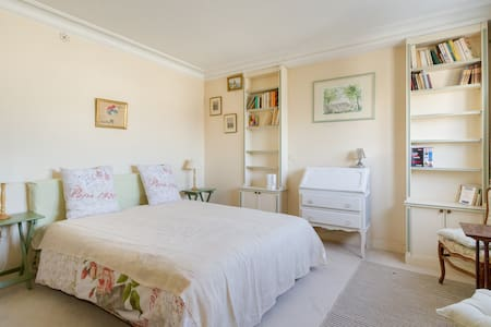 1 double bed room, Boulogne 92100 - Boulogne-Billancourt - Bed & Breakfast