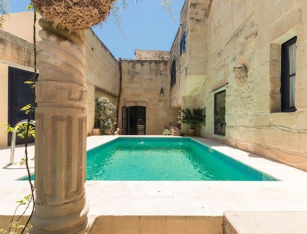 House of character,  Qrendi - Qrendi - Bed & Breakfast