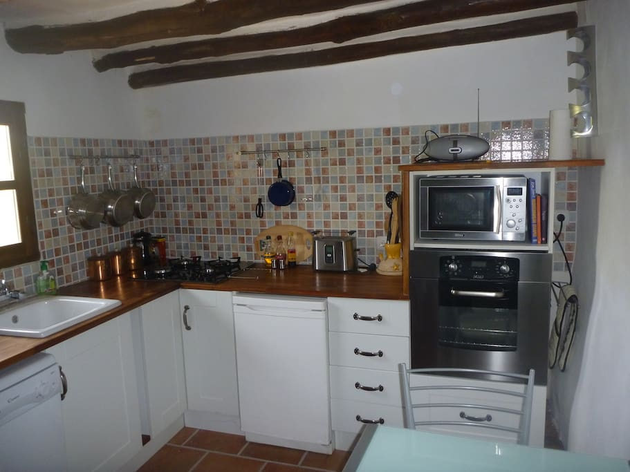 Fully equipped kitchen with dishwasher and other white goods.