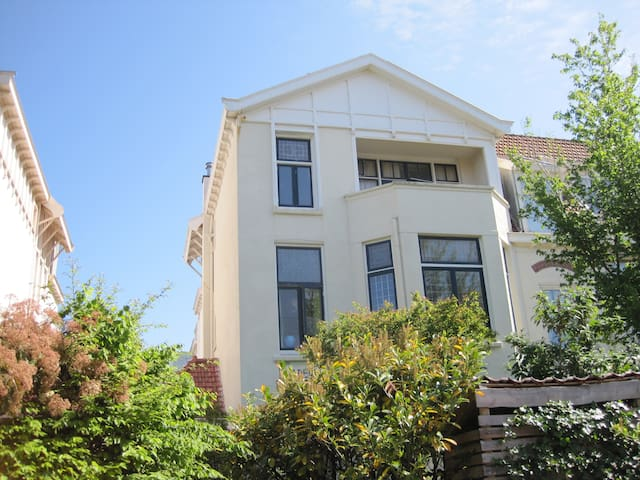 Beautifull semi-villa 300m f. sea
