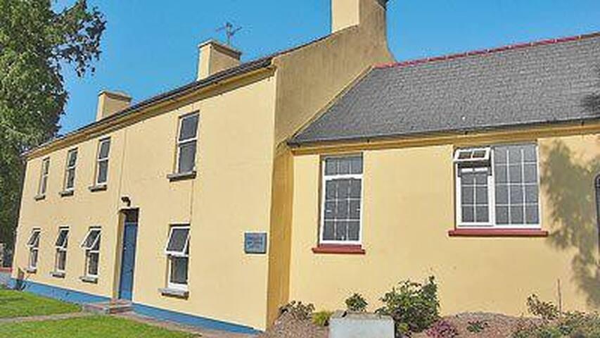 Bride Vally Farm House (W31576)