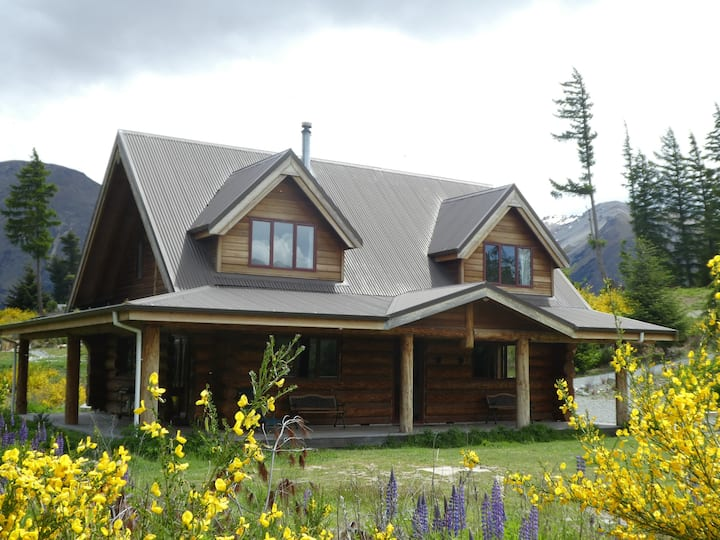 Lake Ohau Log House