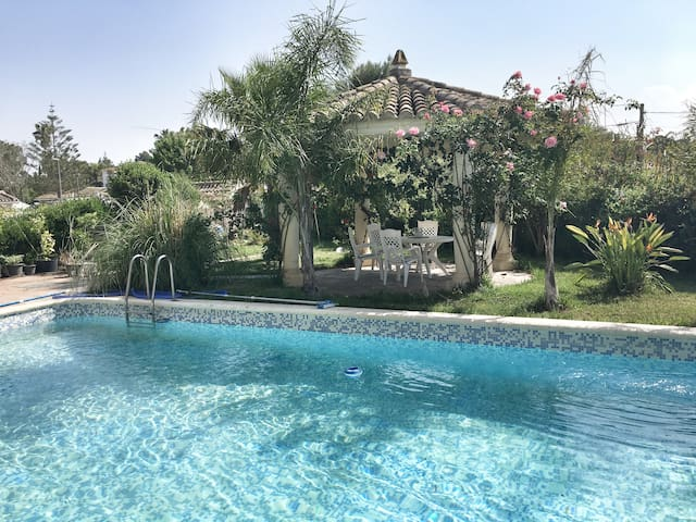 Beautiful villa for 8 pp with pool, near Valencia - L'Eliana - Ferienunterkunft