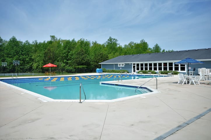 KIL9103 Golf Resort Living; Minutes to the Beach; Community Pool & Fitness | 2 Bedroom, 2 Bathroom