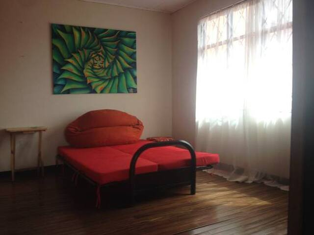 NICE CLEAN & SAFE ROOM w/private bath - Heredia - House