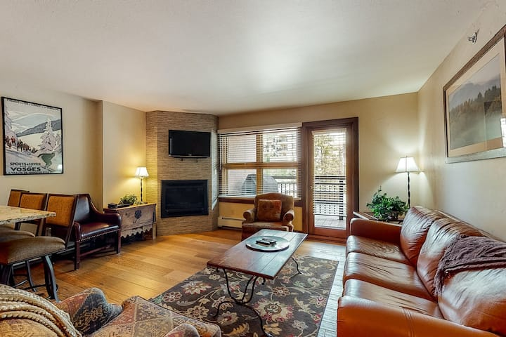 Ski-in/out, 4th-floor condo w/ fireplace, fast WiFi & shared hot tubs, pool, W/D