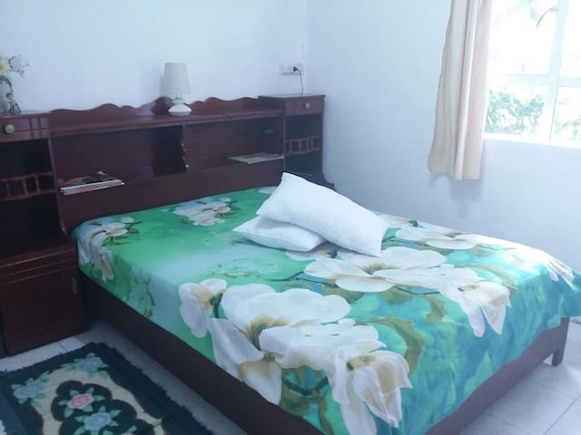 1 bedroom 2 guest Car available 24h - Rose Belle - House