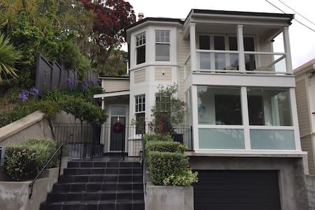Elegant, sunny home in Central Wellington - Wellington - Casa