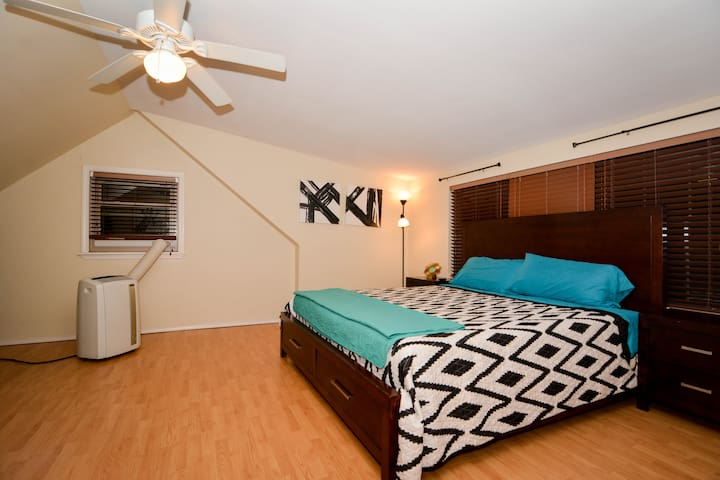 ★Private Upstairs Suite★ 2 BR/1 Bath ★ Near Tech