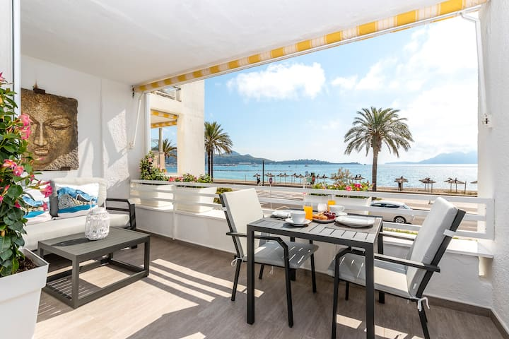Apartment Can Sivella in front of the sea