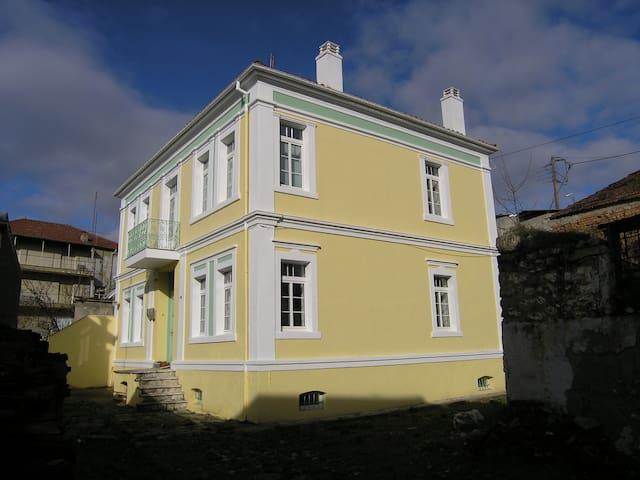Ιστορικό αρχοντικό στο Άργος Ορεστικό - Argos Orestiko - Townhouse