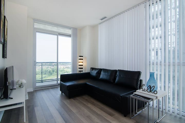 A Bright Apartment with views of Entire City
