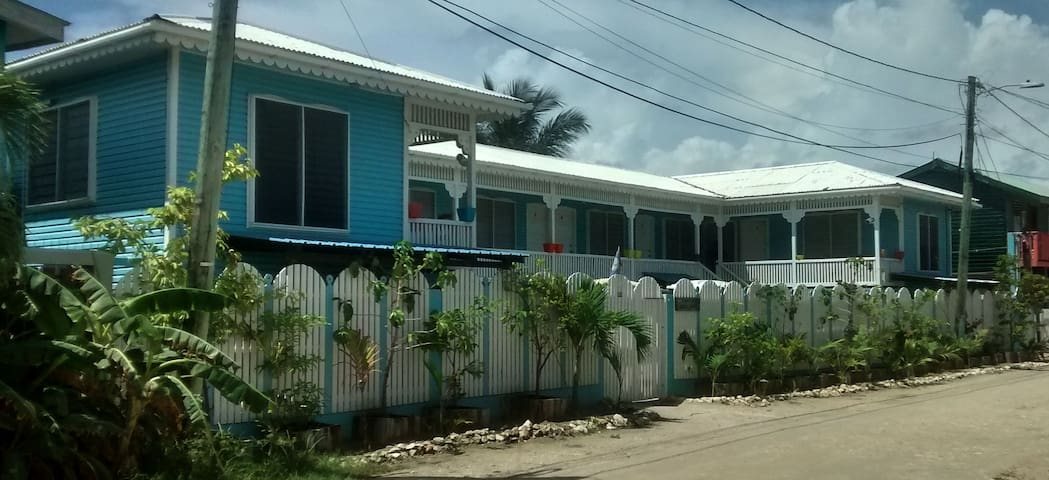Bakkatown Belize Guest House King Studio #9