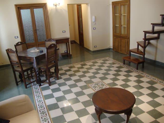 elegante appartamento nel cuore del centro storico - Caltagirone - Flat