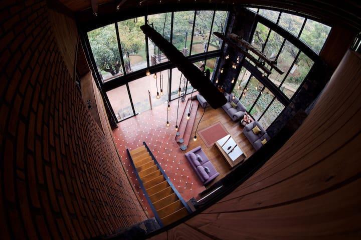 Vista de la sala dese el Tapanco.