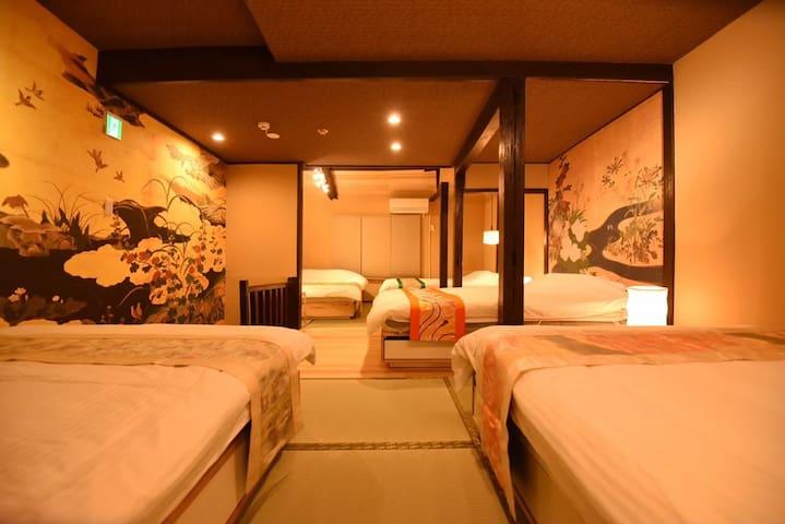 Bedroom .  4 double size bed(140×200) +   1 queen bed(160×200).  卧室。 4张双人床(140×200)+ 1大床(160×200)。