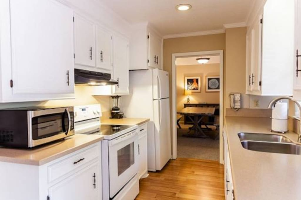 Kitchen2VRBO.jpg