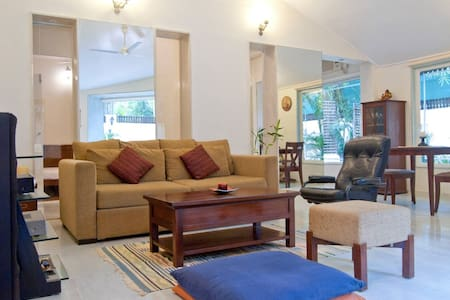 Cozy Private Room in 2 Room villa with Garden-Juhu - Mumbai
