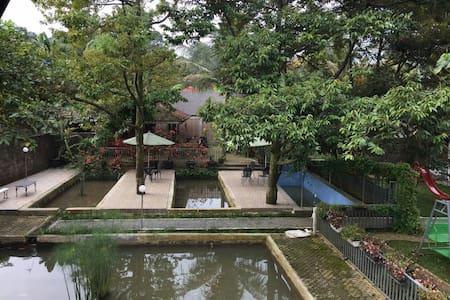 Villa Taman Air Gadog - Bogor - Puncak - 独立屋