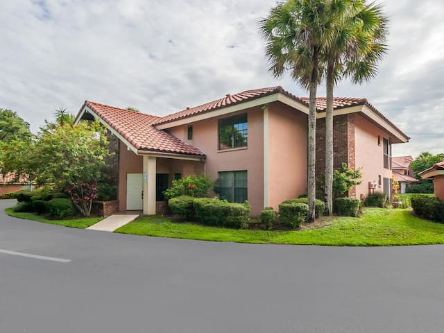 Appointed Like a Permanent Residence - Sarasota - Condominium
