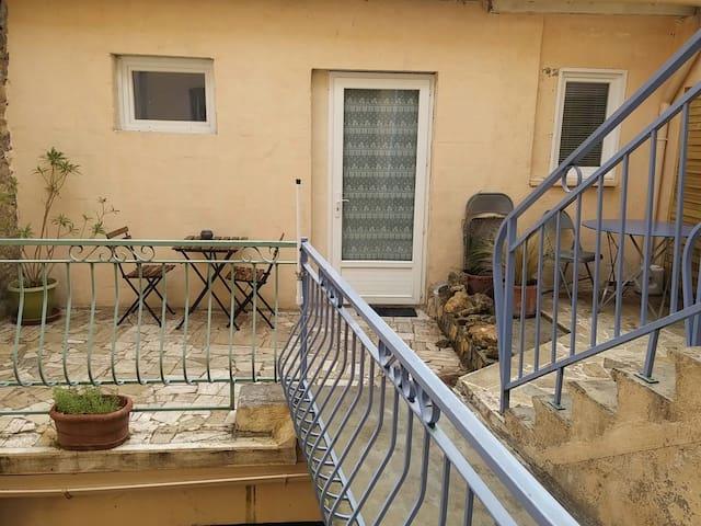 Grand studio avec terrasse - Pont-Saint-Esprit - Lägenhet