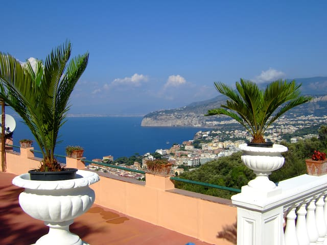 WONDERFUL STAY IN SORRENTO - Sorrento - Daire