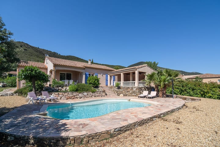 Spacious Villa in Roquebrun with Swimming Pool