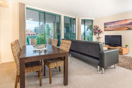 Steps From SouthBank.Pool,park,gym - South Brisbane