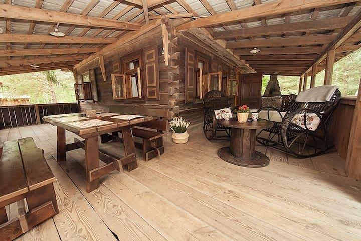 Hacjenda, Dom przy lesie, Leśniczówka