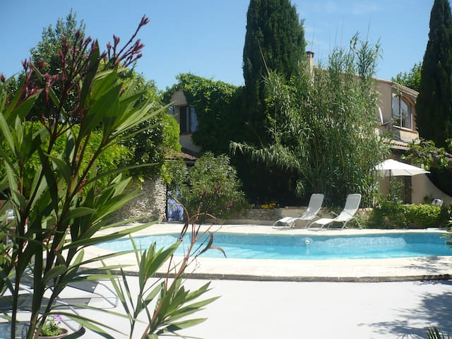 Anastasia House Pont du Gard - Sernhac - Bed & Breakfast