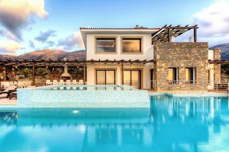 Brand New Villa Isabelle for 12 - Sisi