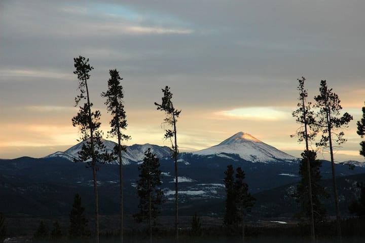 Ski Condo with Great Views, Wildernest