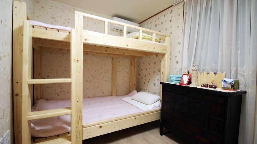 YLCC Hanok Guesthouse #C1 - Wansan-gu, Jeonju - Bed & Breakfast