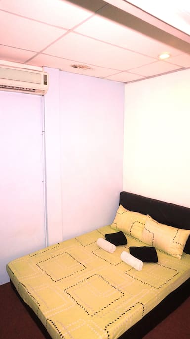 Double Room w/ Ac (Shared Toilet)