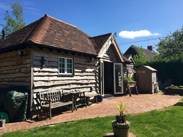 Self-Catering Detached Oak Annexe - Salisbury
