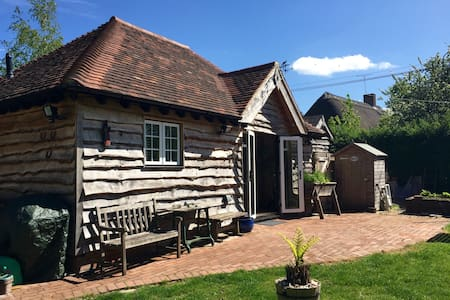 Self-Catering Detached Oak Annexe - Salisbury - House