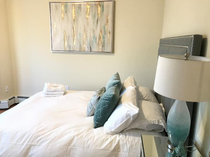 (SUM2)- Cozy, Convenient 3 bed stay!