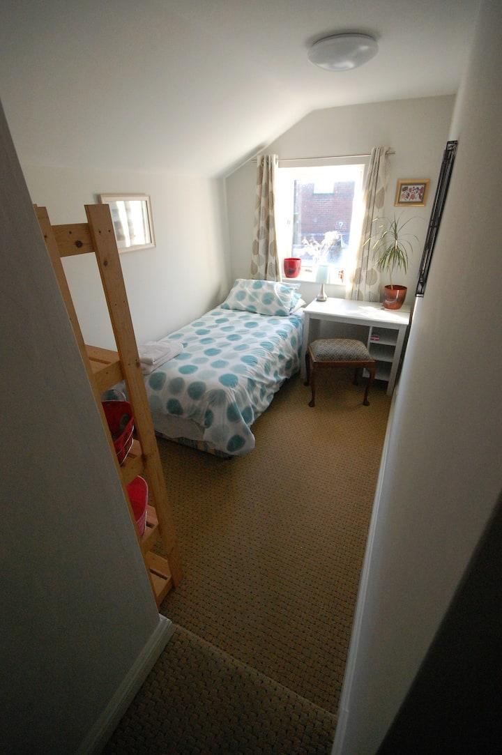 Single room, private sitting room & light B/fast