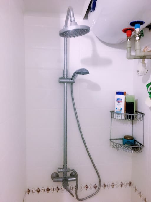 Shared bathroom with 24hour hot water