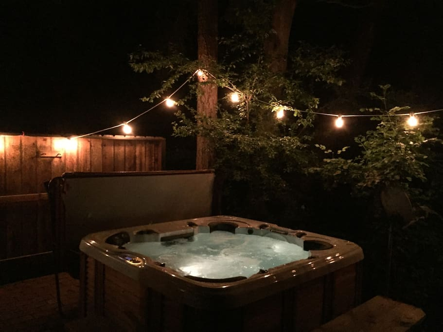 Hot tub that fits 4 comfortably but a few more could squeeze in
